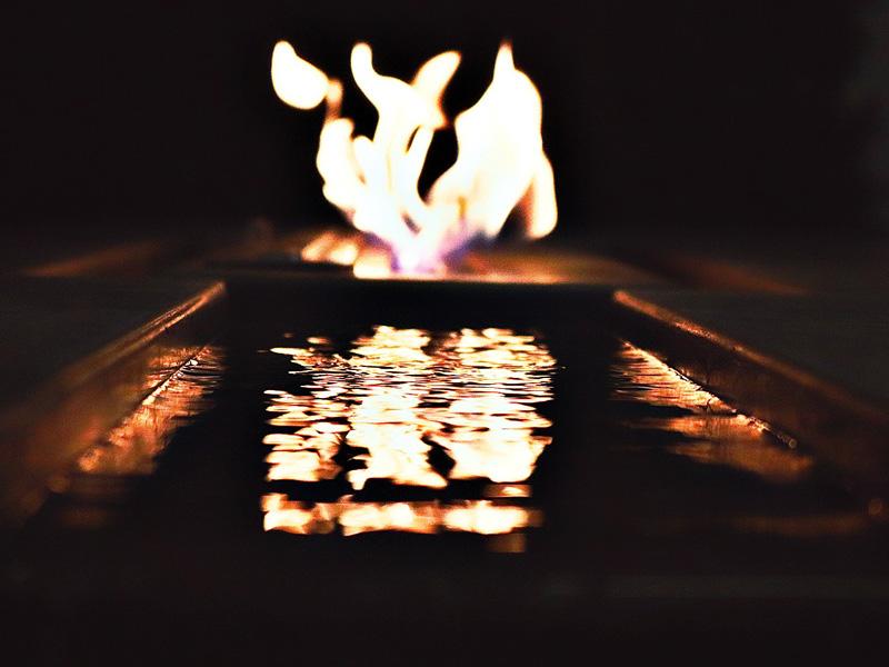 Fire Table Burning - Diamond Finish